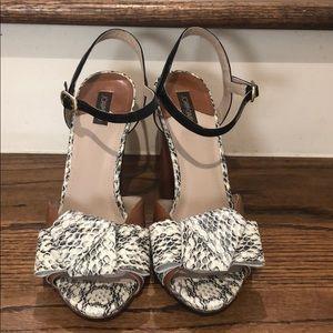 Joan & David Dadarly block heel sandals size 8.5
